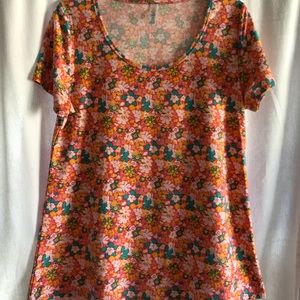 LuLaRoe Classic T shirt in small